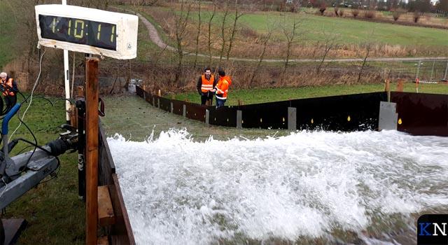 IJsseldijk beproefd door waterschap (video)