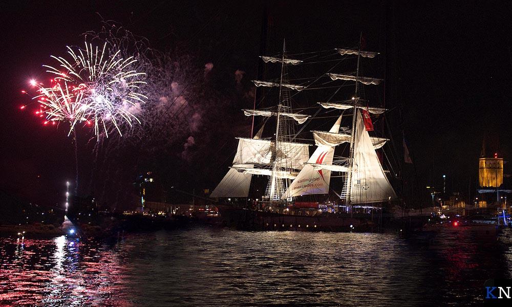 Een groots vuurwerk ter gelegenheid van de 800e verjaardag van de Hanzestad Rostock.