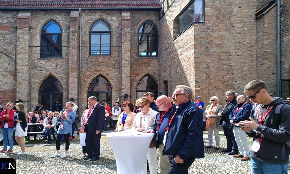 De opening van de Hanzetentoonstelling op de binnenplaats van het vroegere klooster.