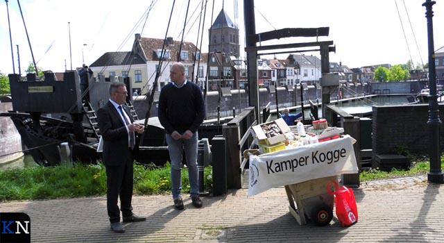Bepakt en bezakt gaat de Kamper Kogge op reis (video)