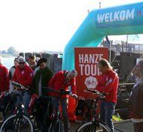 Kamper Kogge brengt fietsen aan land voor Hanzetour (video)