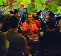 Publiek geniet van wijn en muziek bij Stedelijk Orkest
