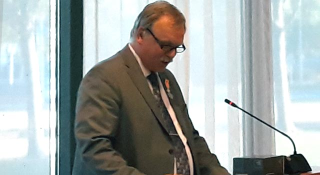Albert Holtland ontvangt koninklijk eremetaal