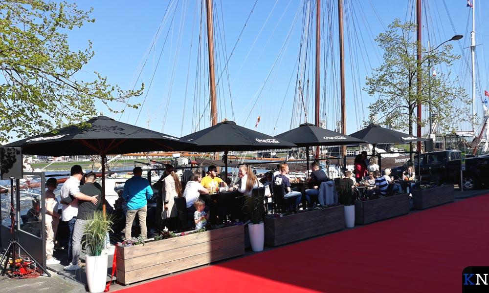 Restaurant De Vier Jaargetijden heeft een terras aan het water van de IJssel gekregen.