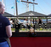 Let op: overstekende kelners IJsselkade benedenstrooms