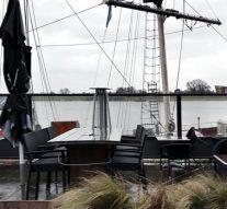 Overstekende kelners IJsselkade mogen blijven