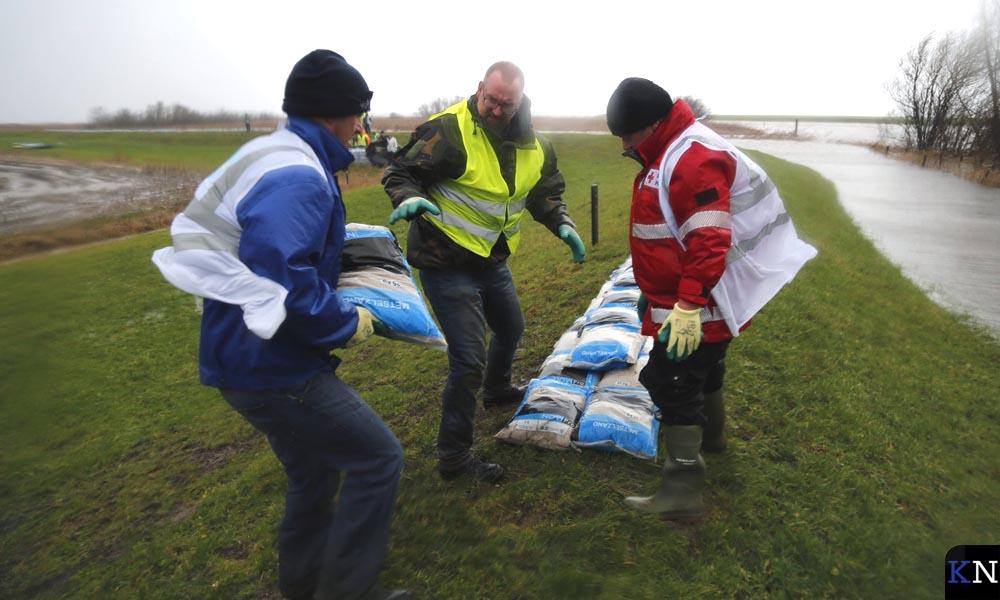 Ready2Help hielp in januari mee bij het leggen van zandzakken door de KEI-brigade.