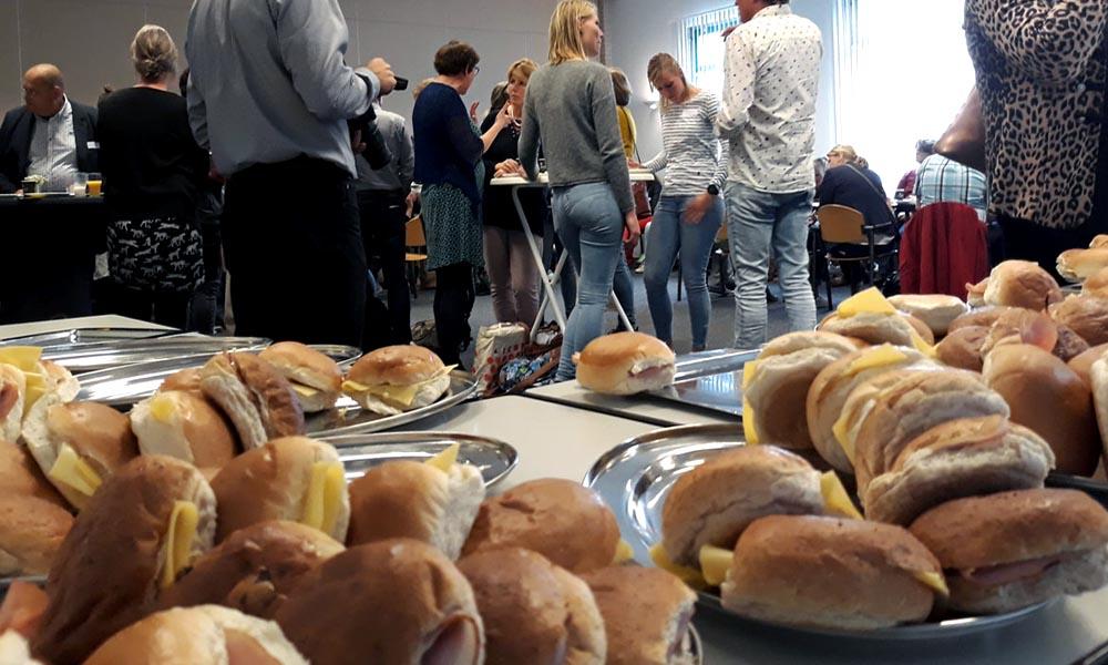 De tweede bijeenkomst Kampen Armoedevrij begon met een lunch.