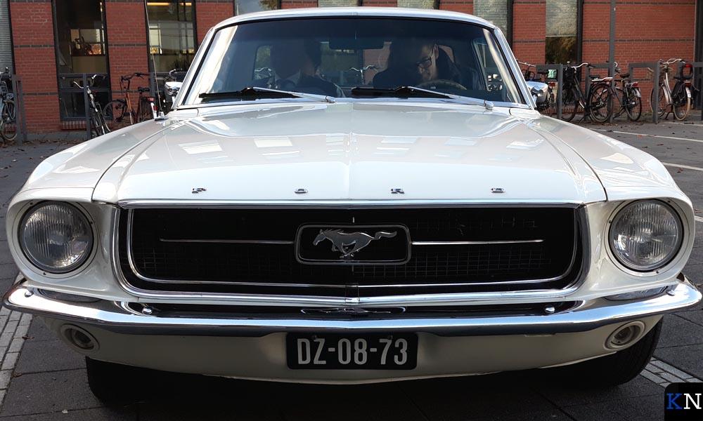 De Ford Mustang die bij de VIP Sleeptouwtour voorrijdt.