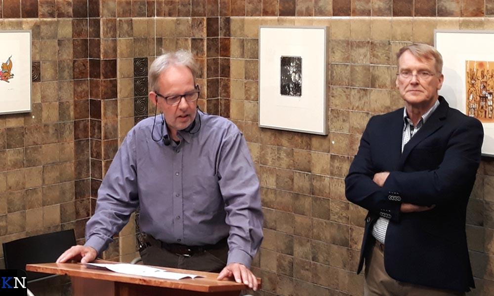 Geraart Westerink en Herman Harder presenteren de Kamper Almanak 2019.
