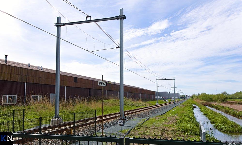 Het Kamperlijntje ter hoogte van de Oosterlandenweg waar de masten dansen.