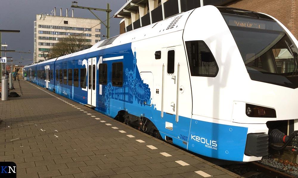 """De Blauwnettrein bij """"haar"""" perron 13 op station Zwolle."""