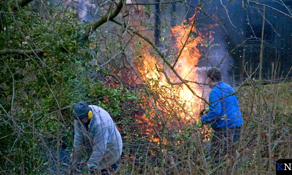 Snoeiafval in gemeente Boxtel wordt verbrand in het buitengebied.