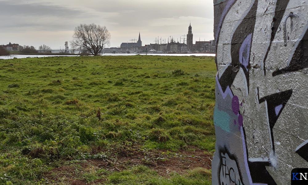 De Stadsbrug ligt bedoeld in het schootsveld van de bunker.