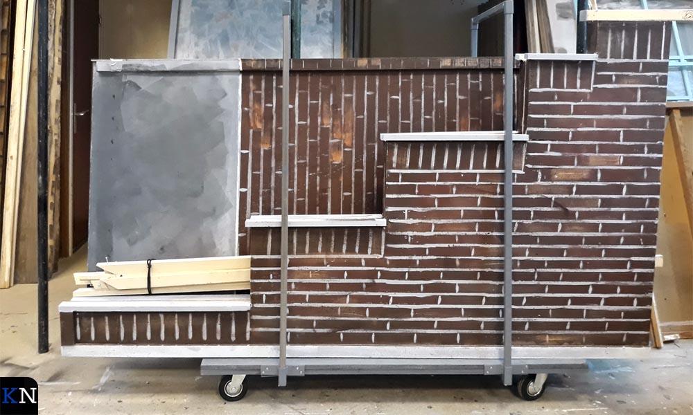 De decorstukken voor het Schokkerstraatje zijn al grotendeels gebouwd.