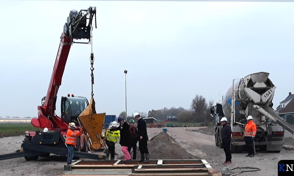 De starthandeling voor de bouw van de houtgestookte warmte-installatie.