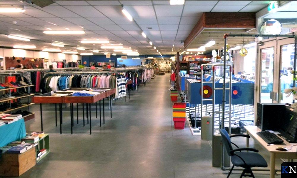 De ruime winkelruimte van Kringloop Kampen.