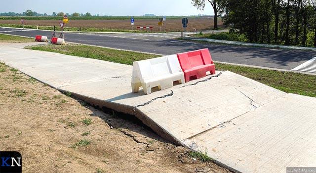 Nieuw fietspad Kamperstraatweg verzakt door betonbreuk