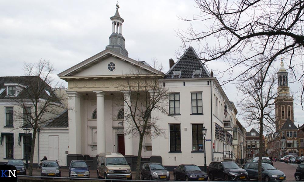 De Lutherse Kerk aan de overzijde van de Burgel (Burgwal 85),