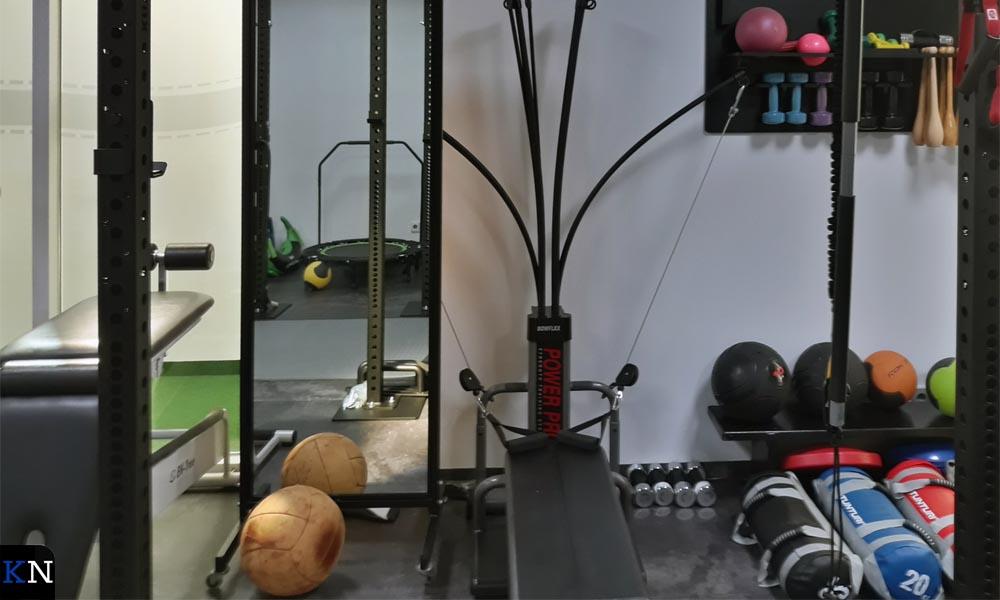 De grote oefenzaal in de tot fysiopraktijk getransformeerde Noorderkerk.