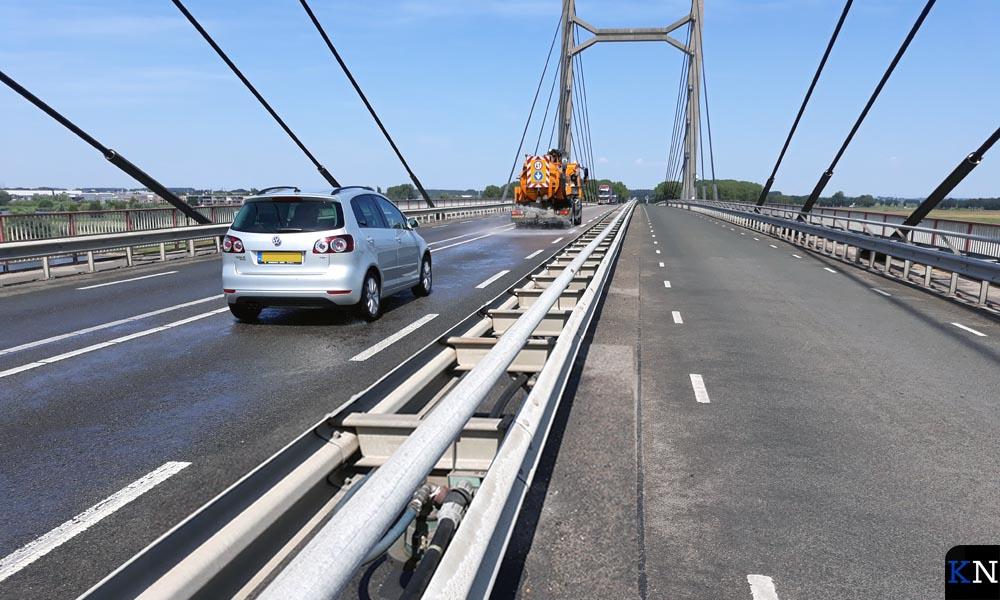 De spanwijdte van de Molenbrug bedraagt 193,50m, de pylonhoogte 57m en de dekbreedte 19,40m.