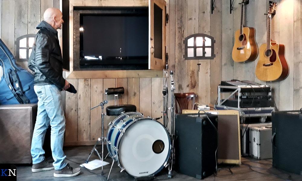Live muziek en wedstrijden kijken in het nieuwe café aan de Voorstraat.