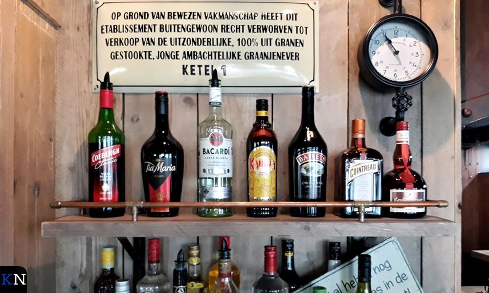De drankkast van het nieuwe café aan de Voorstraat.