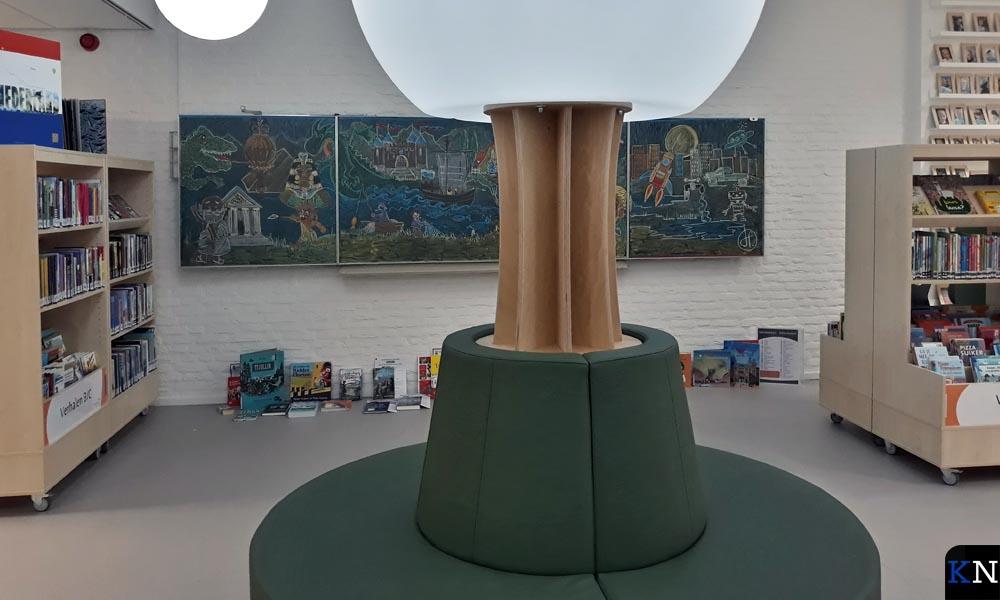 De leesboom in de nieuwe, open binnenruimte van Kindcentrum de Mirt.
