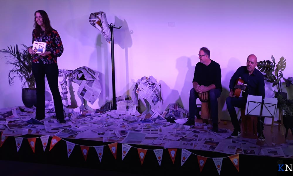 Kamerspel gaf twee voorstellingen in de Van Mulkenzaal rondom het boek 'Op weg' van Leo Timmers.