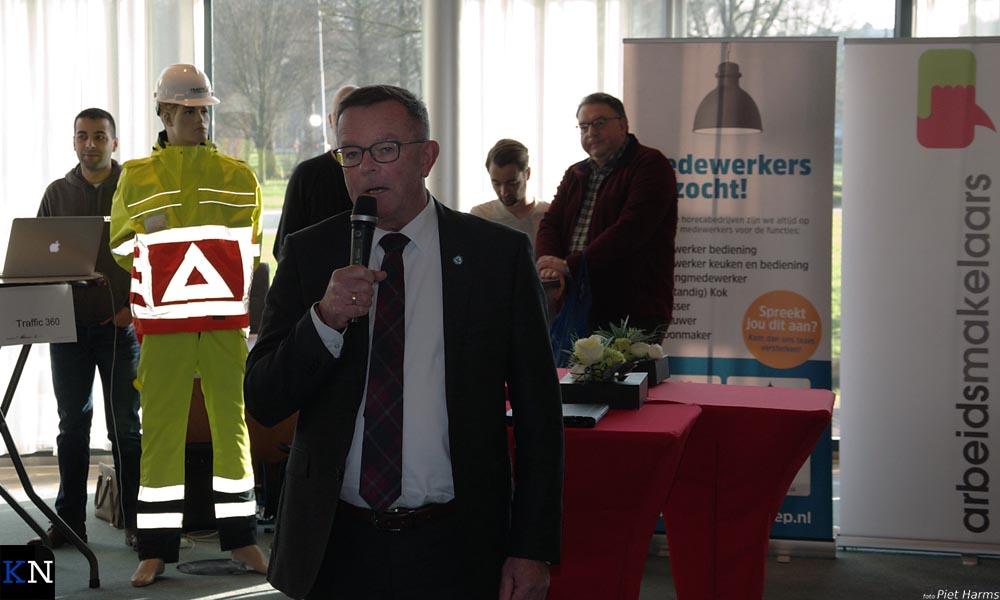 Wethouder Veldhoen verklaart het Netwerkplein voor geopend.