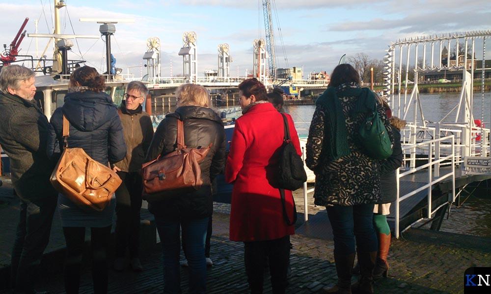 Bezoekers van Open Coffee Kampen verzamelen zich bij de scheepskade.