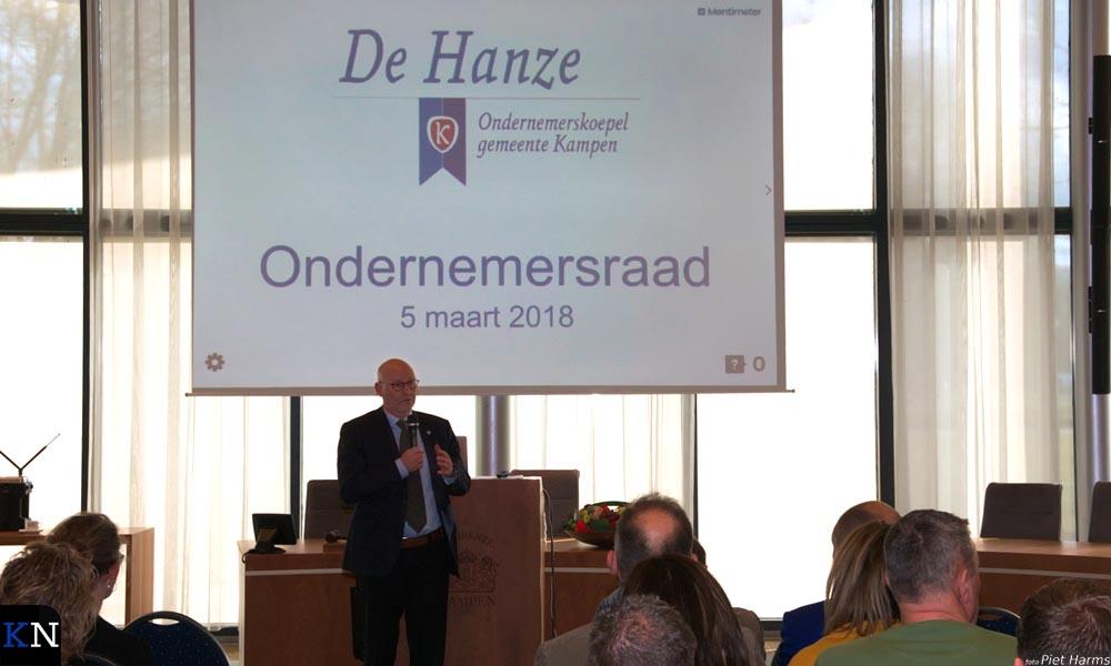 Burgemeester Koelewijn introduceert de nieuwe ondernemerskoepel De Hanze.