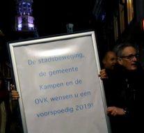 """OVK presenteert """"stoepbord"""" aan haar leden"""