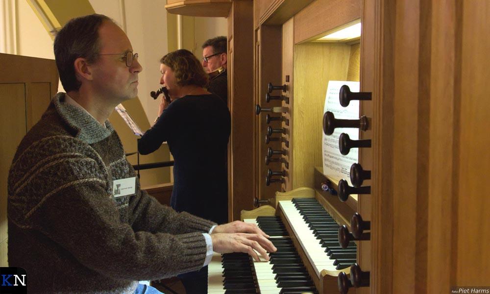 Herman Kamp geeft een miniconcert op het vernieuwde orgel van de Westerkerk.