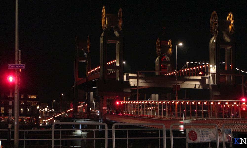 Stadsbrug kleurt oranje in het licht van 'Orange the World'.