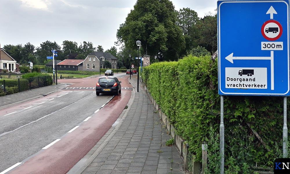 Kruising met de Oosterlandenweg.