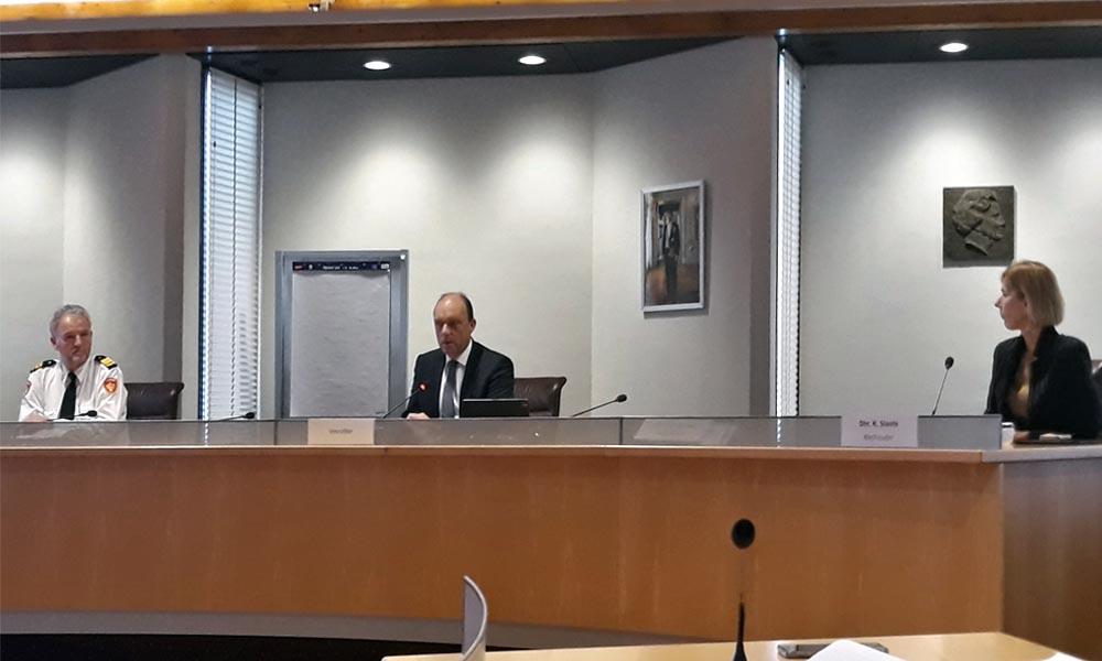 V.l.n.r. Arjan Mengerink, commandant Brandweer Zwolle, burgemeester Peter Snijders, gemeente Zwolle, en Rianne van den Berg, directrice GGD IJsselland.
