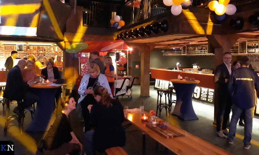 De feestelijke uitreiking van de cheques vond vorig jaar plaats in de Music Club.