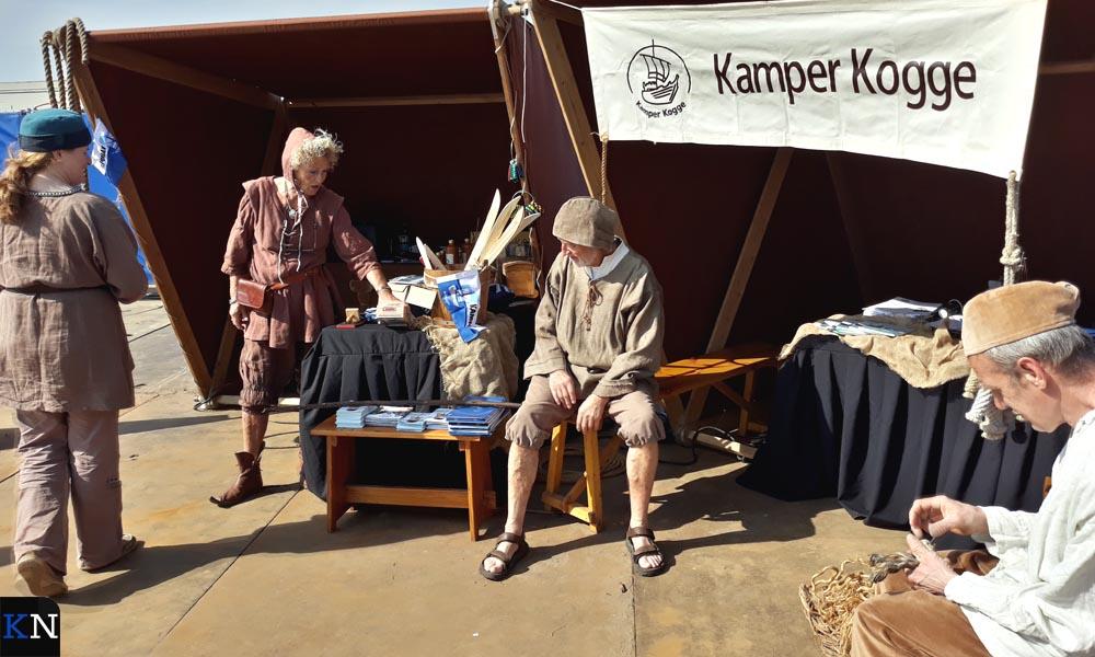 De Kamper Kogge presenteerde zich op het droge.