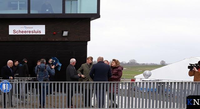 Koning Willem-Alexander opent waterweg èn Scheeresluis (video)