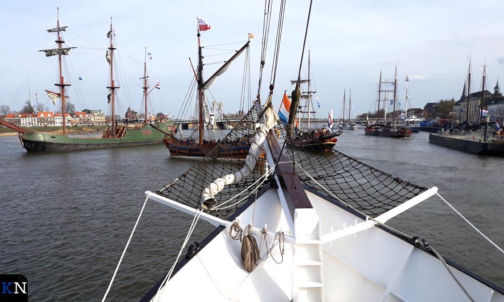Voor de Stadsbrug werd gekeerd voor de vlootschouw.