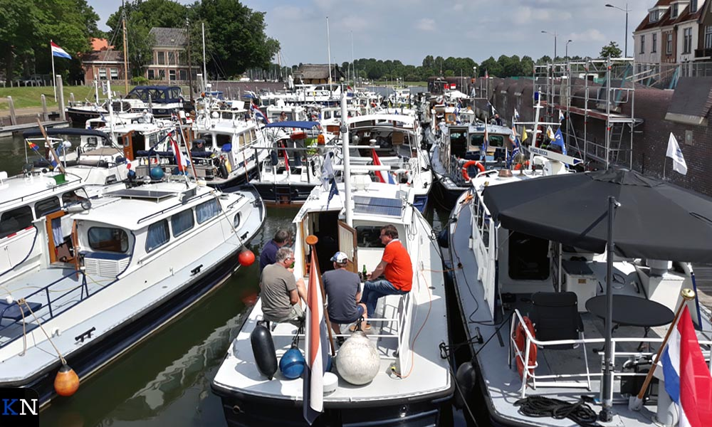 Reling aan reling lagen de Schottelboten afgemeerd in de Oude Buitenhaven.