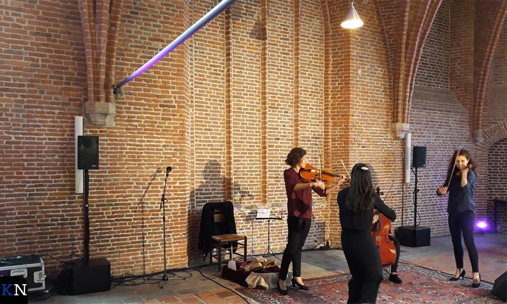 Vier dames uit vier landen van het Libero Strijkorkest gaven een voorproefje in de Lemkerzaal.