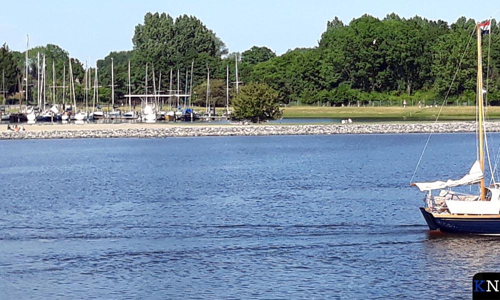 De landtong Seveningen vanaf het Brunneper vasteland gezien.
