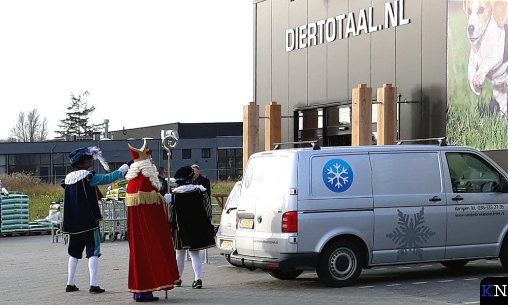Sinterklaas bezocht de nieuwe vestiging van Diertotaal op Haatland.