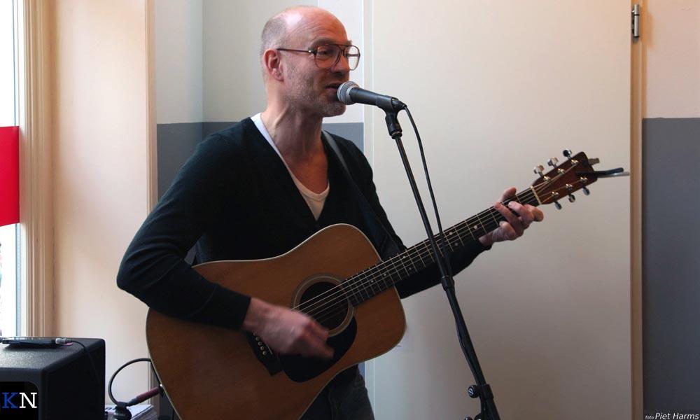 """Geert Leurink omlijstte muzikaal de opening van de expositie """"De smaak van de burgemeester""""."""