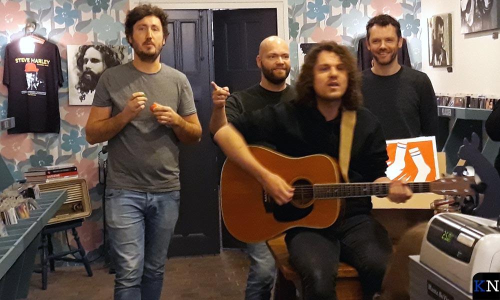 Fokko's muzikanten Emiel, Jurro en Gelke ondersteunden de zanger meer mentaal dan instrumentaal.