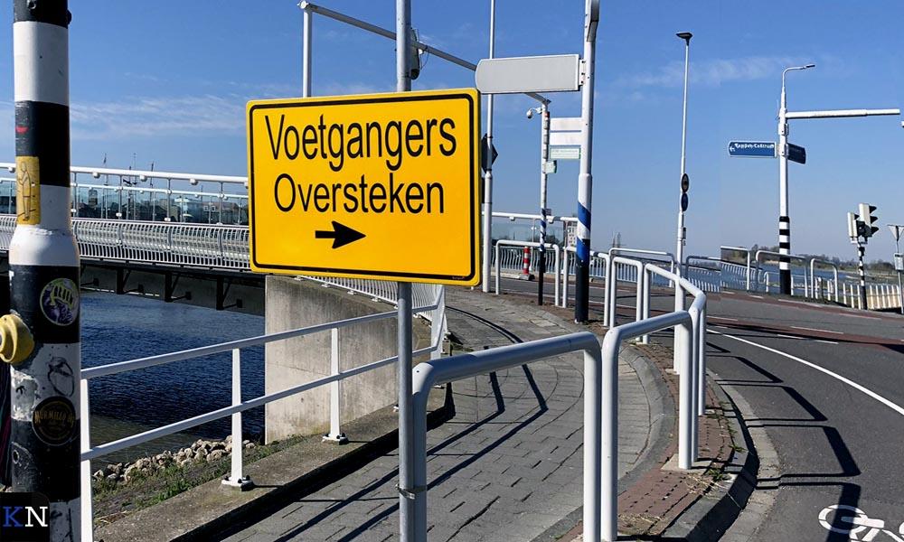 Vanaf het station dient men rechts van de Stadsbrug te lopen.