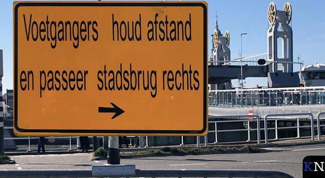 Gescheiden routes voetgangers op Kamper Stadsbrug