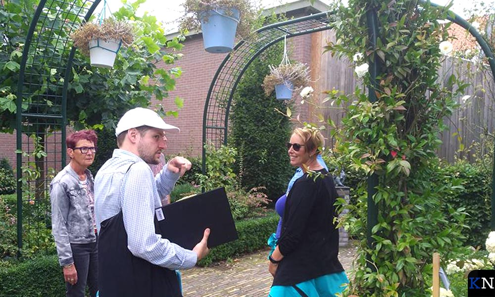 Jeroen Linderhof (het Kampen van) verzorgt als lokale ondernemer stadswandelingen.
